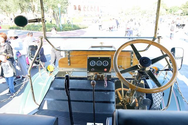 オムニバス 運転席